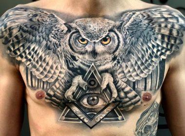 татуировка совы и всевидящего глаза на груди